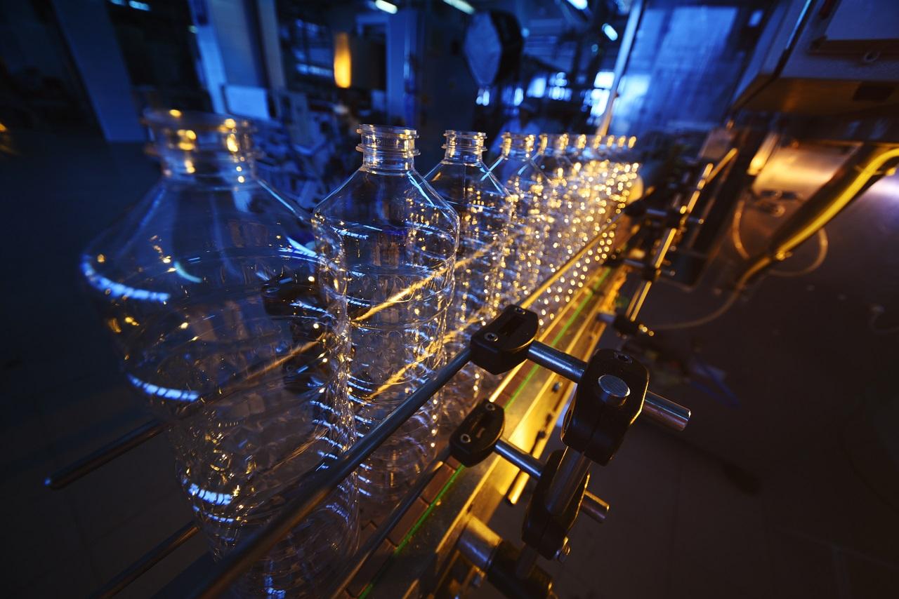 Conveyor line for plastic bottle manufacturing